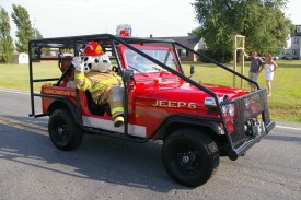 JEEP 6 and Spary (Karen Cutler) at the Kent Island Parade August 2009. picture from KI Bay Times